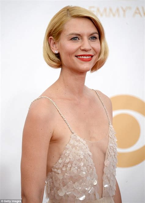 emmys 2013 homeland s claire danes pulls hair fake out
