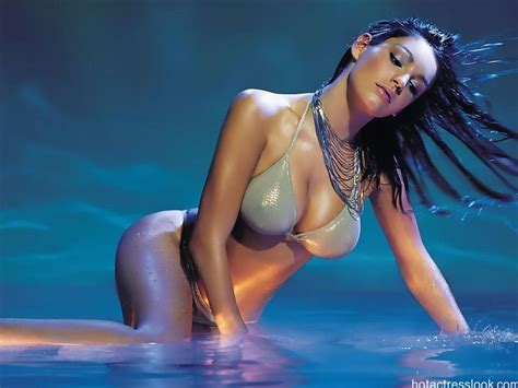 film hot inggris kelly brook hot and sexy bikini topless images