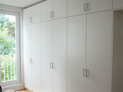 Wohnzimmerschrank Mit Kleiderschrank by Kleiderschrank Raumhoch Mit Variablen Einlegeboden Und