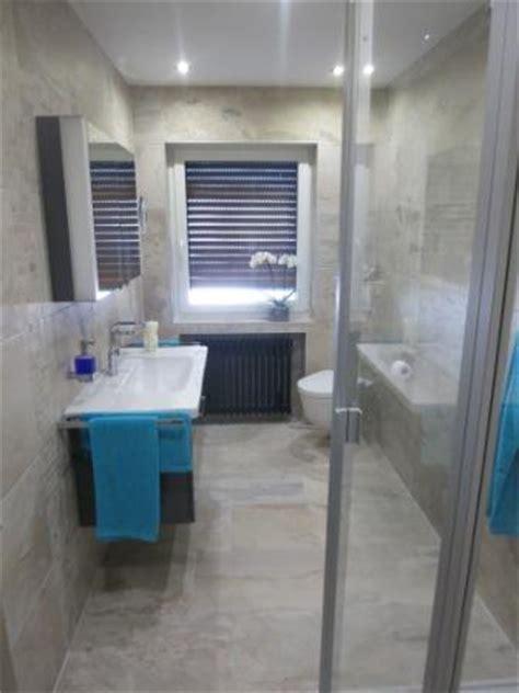 Badezimmer Fliesen Deckenhoch by Bad Mit Schicken Fliesen Deckenhoch Verfliest Badezimmer