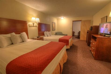 hotels with 2 bedroom suites in pigeon forge tn ramada pigeon forge south updated 2017 hotel reviews
