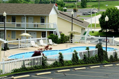 honeysuckle inn branson honeysuckle inn branson mo 1 800 504 0115 the