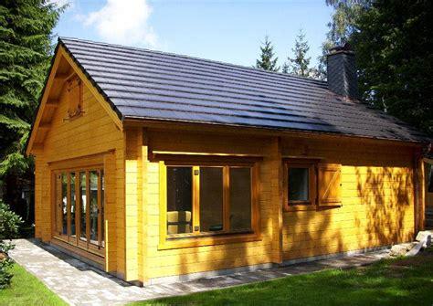 wochenendhaus bauen inhortas holzhaus mit schlafboden ein gartenhaus in