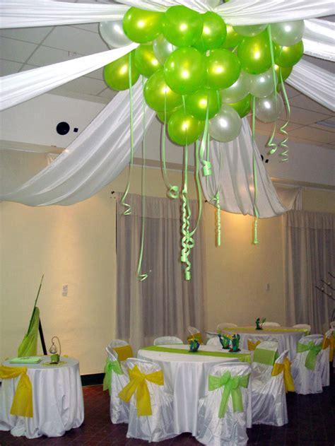 como decorar un salon para 15 años sencillo decoracion con globos en el techo