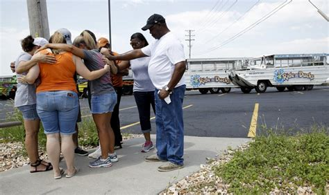 sinking boat in branson mo town of branson missouri mourns for 17 killed in sinking