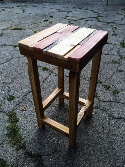 Pallet Side Table Diy Chic Polished Pallet Side Table Wooden Pallet Furniture