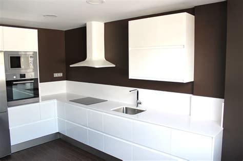 encimeras cocinas blancas muebles de cocina blancos con encimera blanca azarak