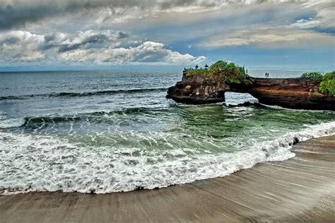 Bahu Bolong batu bolong temple 187 bali hello travel