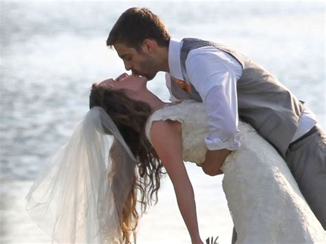 jill duggar and derick dillard s wedding see rehearsal see jill duggar and derick dillard kiss at their wedding