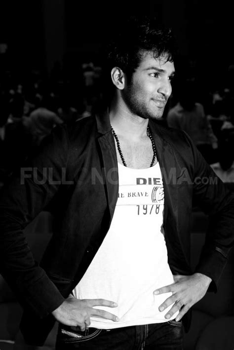 Aadhi Fan Photos | Aadhi Pictures, Images - 17476 - FilmiBeat