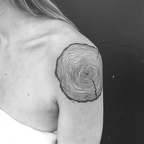 tree ring tattoo best 25 tree ring ideas on