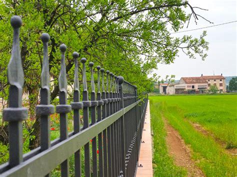 ringhiera in ferro battuto prezzi recinzioni e ringhiere in ferro battuto prezzi metalstyle