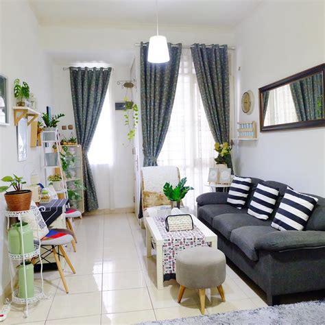 mengatur dekorasi ruang tamu rumah kecil  terasa