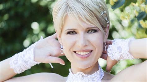 Hochzeitsfrisuren F 252 R Kurze Haare Tipps Und Ideen Haarfarben Kurzhaarfrisuren