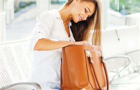 comment nettoyer un canapé en simili cuir noir nettoyer un sac en cuir tout pratique