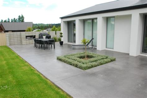 Coloured Concrete Patio in Charcoal Peter Fell: concrete