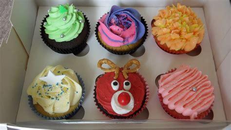 christmas cupcake decorating