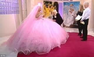 Kerry Katona tries on a Big Fat Gypsy Wedding dress   Daily Mail Online