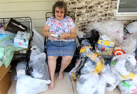 Homeless Mats Plastic Bags by Mchenry County Residents Weave Plastic Bags Into Mats For