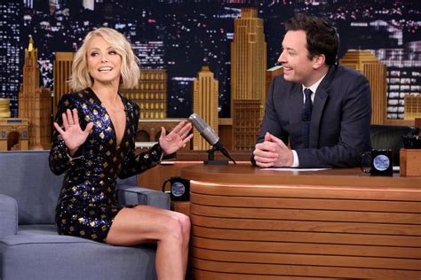 kelly ripa hair today on the show hair on pinterest short hair bobs and julianne hough