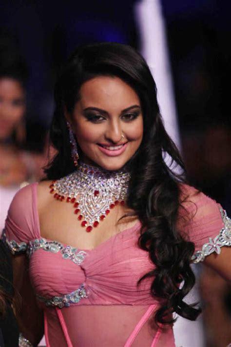 bollywood actress latest news photos videos on hindi actress photo images hot stills naval names hot