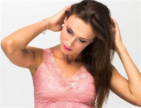 cara catok rambut agar tidak mengembang cara agar rambut tidak mengembang dengan cuka apel