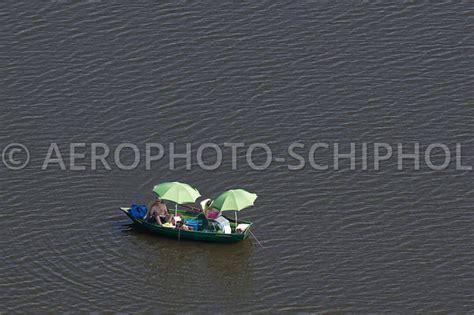 roeiboot zon luchtfoto kortenhoef nederland 21 juli 2013 een stel