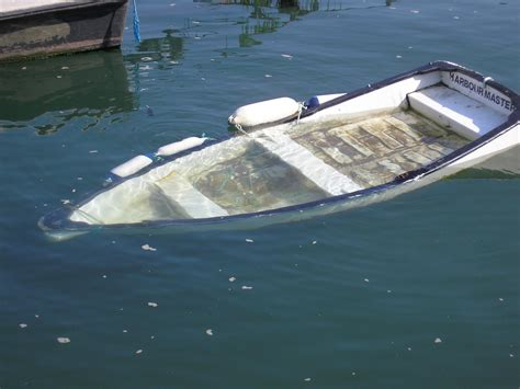 sunken boat file sunken rowing boat teignmouth 1 june 2012 jpg