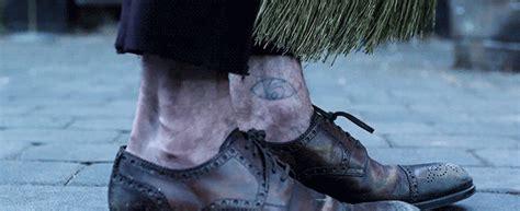 eyeball tattoo gif neil patrick harris got a terrible count olaf eye tattoo