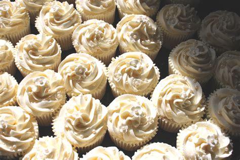 Wedding Cupcake Designs by Wedding Cupcakes Cakes Bakes