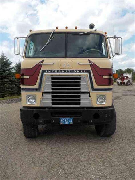 international transtar ii  sleeper semi trucks