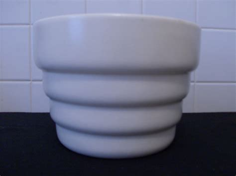 Haeger Planter by Sale Haeger Pottery Planter Ivory Matte Vintage Usa