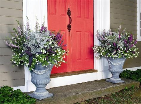 Porch Flower Planters by 17 Pretty Planter Ideas Beneath
