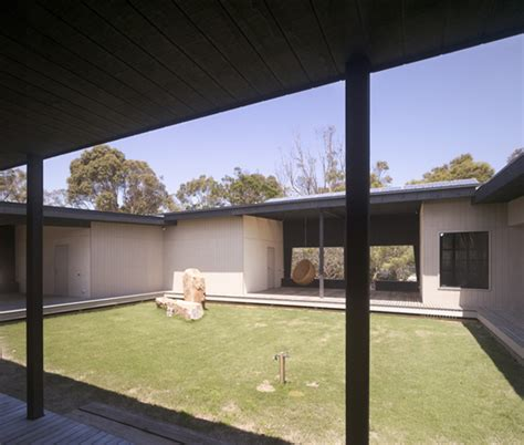 houses with courtyards house with courtyard in the middle in australian outback modern house designs