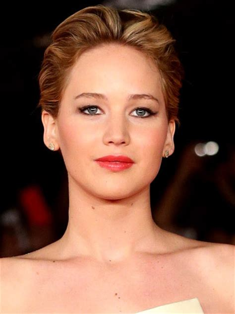jennifer lawrence with curling iron pretty date night hairstyle ideas for women beauty tips