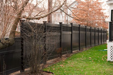 Galerry square lattice fence
