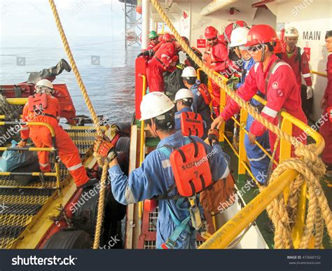 swing rope transfer south china sea september 14 offshore stock photo