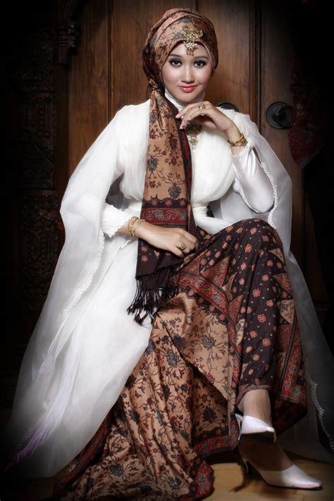 desain baju batik fashion show model baju batik wanita modern terbaru batik tulis indonesia