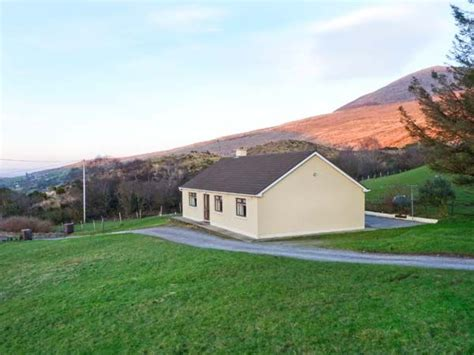 Hogans Cottages Reviews by Lyreboy Glencar County Kerry Beaufort Bridge Self