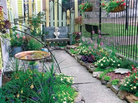 Flower Bed Ideas For Small Spaces Gardening Ideas Flower Garden Designs For Small Spaces