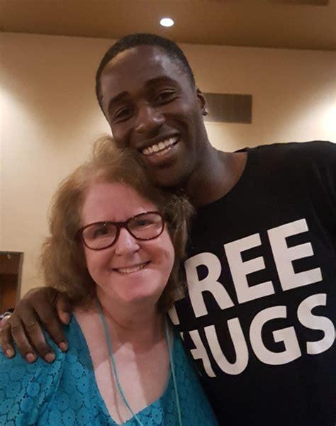 black man s free hugs project shifts love toward cops in ken nwadike the free hugs guy spreads peace brings his