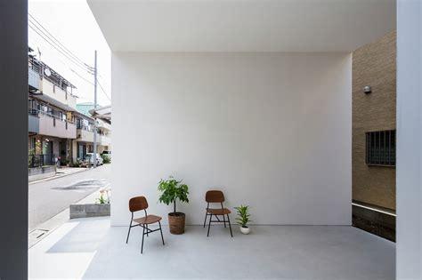Hall Home Design Ideas by Galeria De Casa Pequena Com Um Grande Terra 231 O Takuro