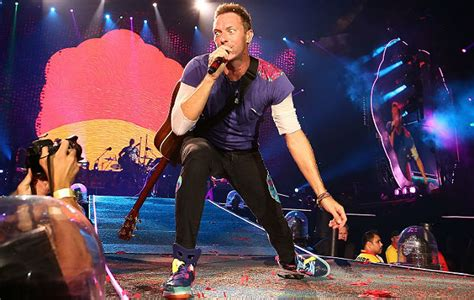 coldplay xmas song watch coldplay perform new christmas song christmas with