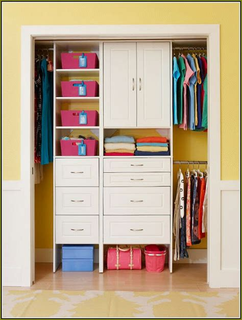 Ideas On Organizing Closets by Tiny Apartment Organizing How To Organize A Small Bedroom