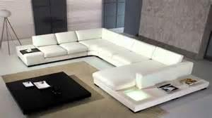 White Leather L Shape Sofa ديكورات غرف جلوس حديثة