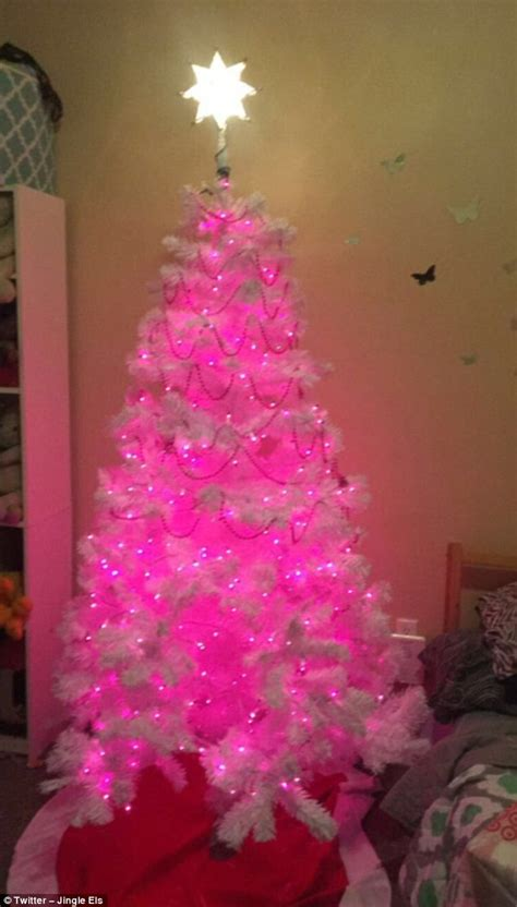 when should i put up christmas decorations when should you put up decorations uk billingsblessingbags org