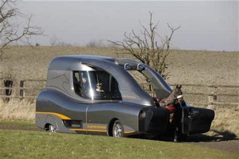la nueva generación de carretas tiradas por caballo ya