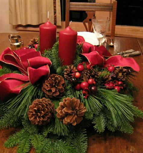centrotavola di natale con candele 1001 idee per centrotavola natalizi creativi e originali