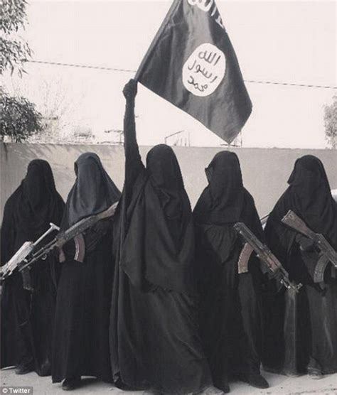Syria Zehra jihadi s widow zehra duman poses with gun toting fanatics in syria daily mail