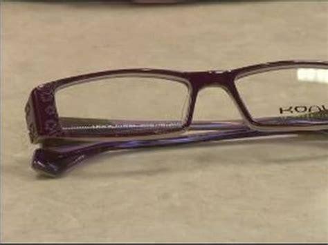 how to choose eyeglasses plastic versus metal eyeglass